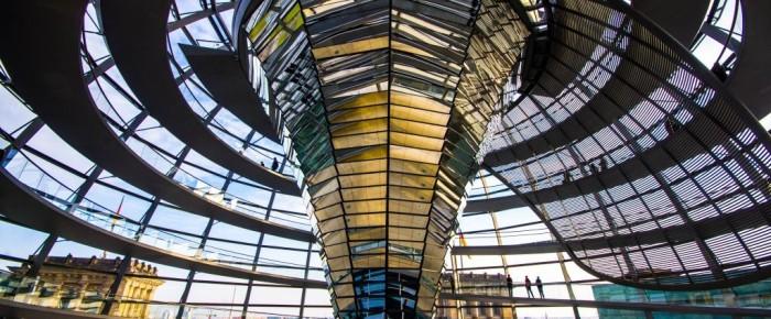 Pozri sa do Berlínskeho Bundestagu (photography)