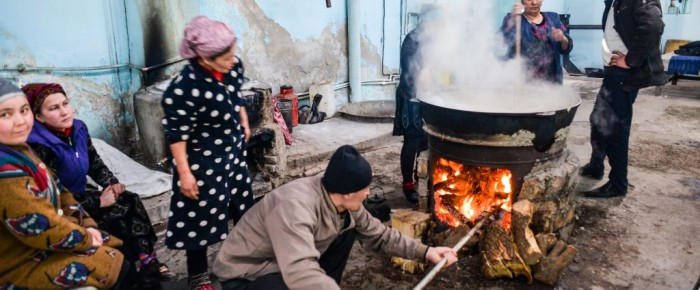 Jarné prebúdzanie v Uzbekistane – oslava sviatku Navruz a jedlo Sumalak